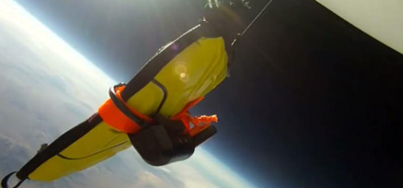 Tiran un iPad desde 30500 metros y lo graban