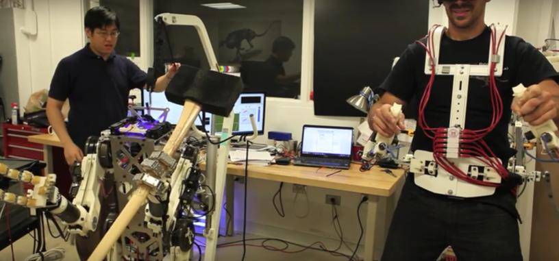 Este robot se controla mediante un exoesqueleto para trabajos de precisión o fuerza bruta