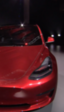 Un Tesla Model X aceleró por sí mismo empotrándose en un edificio