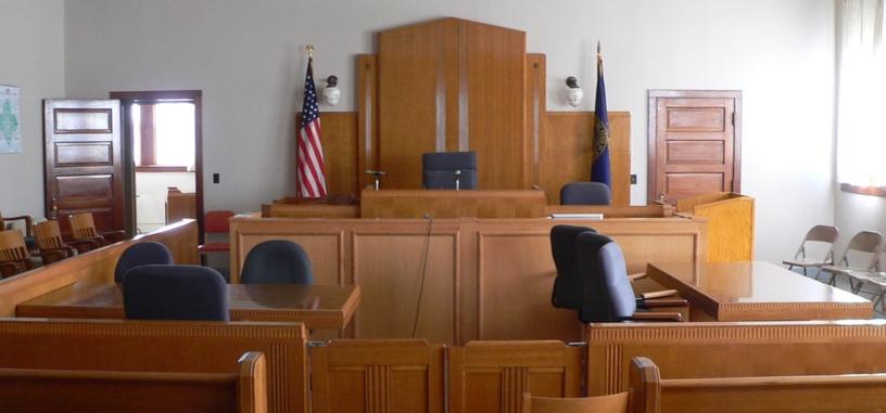 Retiran cargos contra otro acusado por el FBI para evitar revelar información clasificada