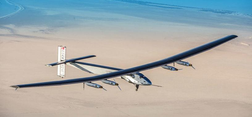 El avión solar 'Solar Impulse II' finaliza su vuelta al mundo con su aterrizaje en Abu Dabi