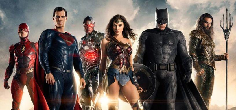 Henry Cavill muestra tímidamente cómo es el traje de Superman para 'La Liga de la Justicia'