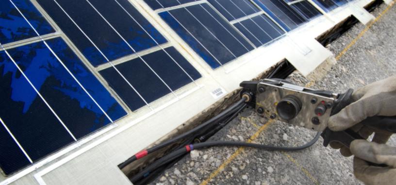 Francia inaugura la primera, y carísima, carretera solar del mundo en Normandía