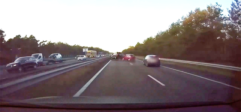 El piloto automático de Tesla evita un accidente antes de que se produzca