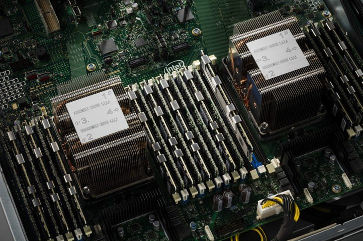 /storage/geek/posts/2017/05/19/0_intel-dimm-in-server-1620x1080.jpg